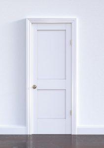 ¿Cómo barnizar una puerta?
